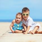Der beste UV Anzug Baby am Strand & Wasser